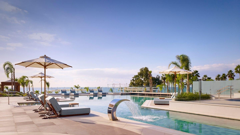 pfomd-lifestyle-pool-2799-hor-wide