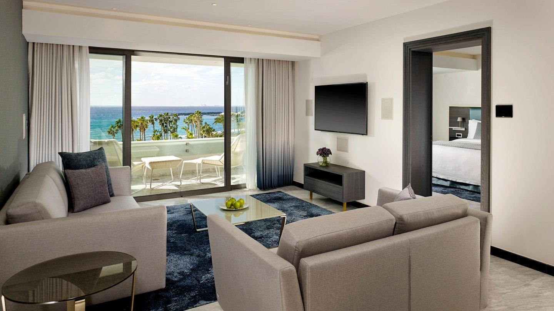 pfomd-suite-livingroom-2795-hor-wide